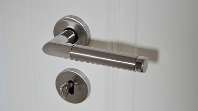 במסגרת שיפוץ הבית כדאי להחליף גם את הדלתות לחדרים