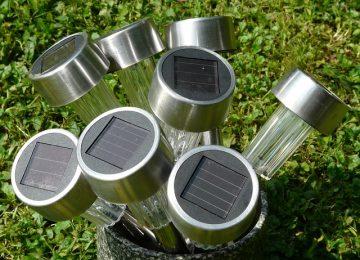 מנורות סולאריות לגינה