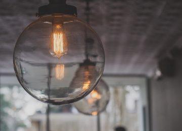 התאמה מקצועית של גופי תאורה לחלל הבית