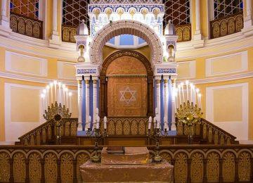 תכנון ועיצוב ייחודי של בימה לבית כנסת
