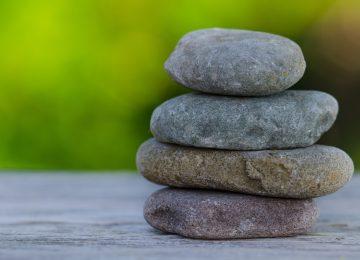 טיפול באבנים חמות- כוסות רוח למת?