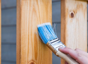 איך מתחזקים גדר מעץ